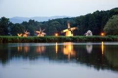 Molinoes de viento rústicos por noche Fotografía de archivo libre de regalías