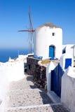 Molinoes de viento, Santorini, Grecia Imagen de archivo libre de regalías