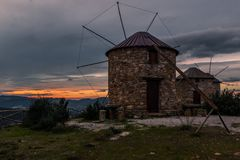 Molinoes de viento de Serra da Atalhada, Penacova, Portugal Imagen de archivo libre de regalías