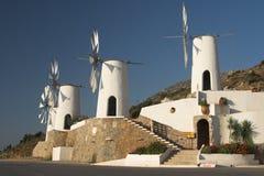 Molinoes de viento tradicionales del Cretan Foto de archivo