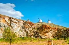 Molinoes de viento tradicionales en Consuegra, Toledo, España Foto de archivo