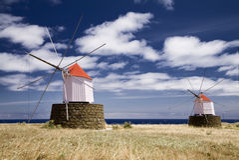 Molinoes de viento viejos Fotos de archivo libres de regalías