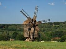 Molinoes de viento viejos en Pirogovo, Ucrania Imagenes de archivo