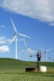 Molinoes de viento viejos para nuevo foto de archivo
