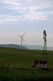 Molinoes de viento viejos y nuevos Fotografía de archivo libre de regalías