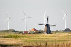 Molinoes de viento viejos y nuevos Imagen de archivo libre de regalías