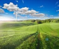 Molinoes de viento y el efecto de la llamarada imagen de archivo