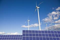 Molinoes de viento y los paneles solares Fotografía de archivo libre de regalías