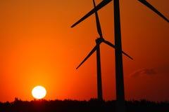 Molinoes de viento y puesta del sol Imagen de archivo