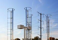 Molinoes de viento y red eléctrica Imagen de archivo libre de regalías