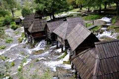 Molinos de agua de madera viejos, Jajce en Bosnia y Herzegovina Fotos de archivo