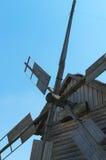 Molinos de viento de madera viejos del propulsor. Fotografía de archivo libre de regalías