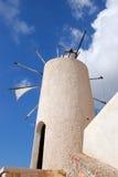 Molinos de viento en Crete fotografía de archivo libre de regalías