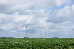 Molinos de viento en una zona rural de Indiana apagado del sixity cinco de la ruta Imagen de archivo