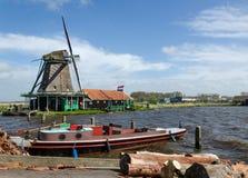 Molinos de viento en Zaanse Schans, destino del viaje Imágenes de archivo libres de regalías