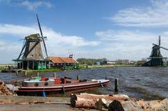 Molinos de viento en Zaanse Schans, destino del viaje Foto de archivo libre de regalías