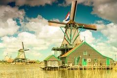 Molinos de viento en Zaanse Schans, Netherland holanda Imagen de archivo libre de regalías