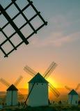 Molinos en la puesta del sol Fotos de archivo
