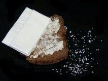 Mollete de salvado untado con mantequilla de la melaza con queso Fotografía de archivo libre de regalías