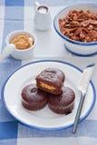 Mollete del chocolate con mantequilla de cacahuete Fotos de archivo libres de regalías