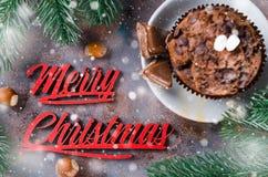 Mollete del chocolate e inscripción de la Feliz Navidad Foto de archivo libre de regalías