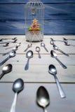 Mollete más deseado y una multitud de cucharas Imagen de archivo libre de regalías