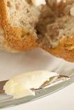 Mollete untado con mantequilla Fotos de archivo