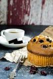 Mollete y café del arándano fotografía de archivo
