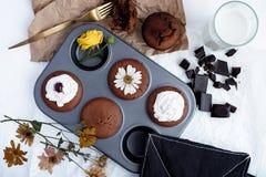 Molletes con el chocolate oscuro Fotografía de archivo libre de regalías