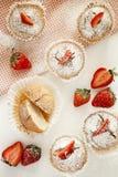 Molletes de la fresa para la mamá imagenes de archivo