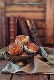 Molletes de la zanahoria con el jarabe de arce fotografía de archivo libre de regalías