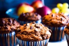 Molletes del chocolate, tortas hechas en casa por la tarde del invierno Fotos de archivo libres de regalías