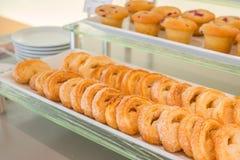 Molletes del microprocesador de chocolate en la tabla en comida fría Fotos de archivo libres de regalías