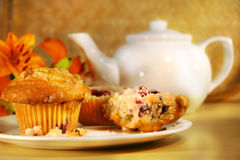 Molletes y té del arándano Imagen de archivo libre de regalías