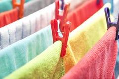 Molletta da bucato sui vestiti Immagini Stock Libere da Diritti