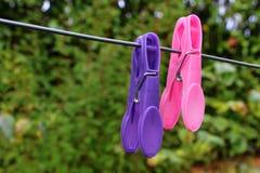Molletta per il bucato su una linea di lavaggio Fotografie Stock