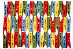Mollette da bucato di legno colorate, isolate Fotografie Stock Libere da Diritti