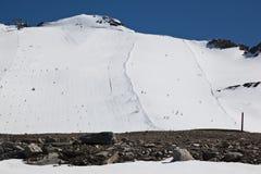 滑雪在Molltaler冰川滑雪滑雪道,奥地利 图库摄影