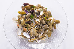 Molluskar som lagas mat med vitlök och persilja Arkivbilder