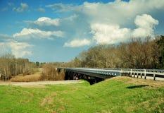 Moln över östliga Texas Road Arkivfoto