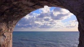 Moln över Adriatiskt havet - gammal stad | Ulcinj | Montenegro arkivfilmer