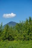 Moln över berget Royaltyfri Fotografi