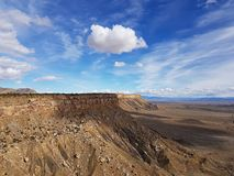 Moln över bokklippor, Utah royaltyfria bilder