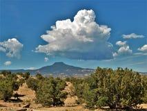 Moln över Cerro Pedernal nära Abiquiu Royaltyfri Bild