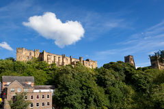 Moln över den Durham slotten Royaltyfri Fotografi