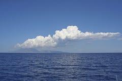 Moln över det ionian havet Arkivfoto