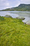 Moln över fisksjön, de sju Rila sjöarna Royaltyfria Foton