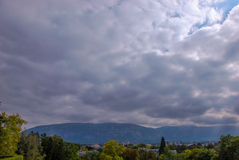 Moln över Genève Arkivfoto