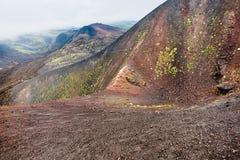 Moln över krater på Etna Volcano i Sicilien Arkivfoto