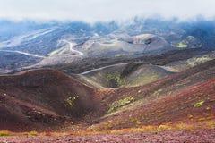 Moln över krater på Mount Etna Fotografering för Bildbyråer